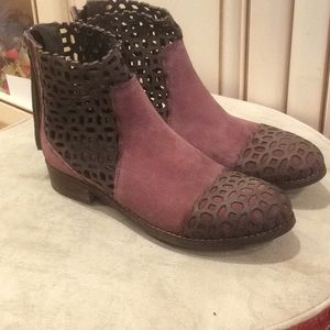 new Rebels Cosmic cut out brown/mauve booties Sz 6